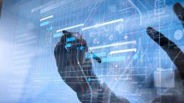 Enterprise Content Management in einem hologram mit händen und stift
